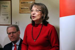 Ortsvereinsvorsitzende Renate Schroff begrüßt die zahlreichen Gäste
