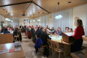 OV-Vorsitzende, Renate Schroff begrüßt die anwesenden Mitglieder