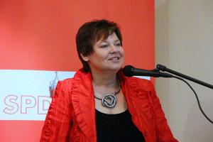 Petra Mauser, Stadträtin und Schriftführerin im Vorstand der AsF, begrüßt die Gäste