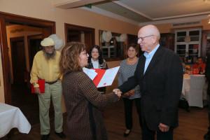 Markward Naser erhält die Urkunde für 50 Jahre Mitglied in der SPD