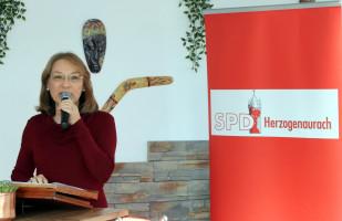 Die OV-Vorsitzende, Renate Schroff, begrüßt die zahlreichen Gäste