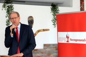 Grußworte vom Ersten Bürgermeister German Hacker ...