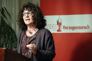 MdB Martina Stamm-Fibich referiert über die Situaltion nach dem Votum für die GroKo
