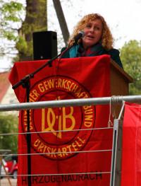Hauptrednerin Lisa Mongs (IGM Erlangen)
